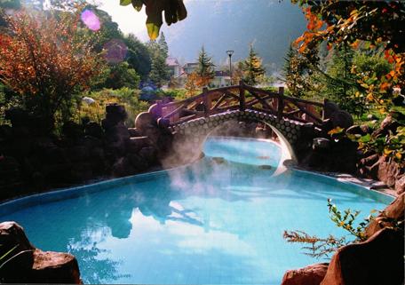 海螺沟风景区是中国唯一的冰川森林公园,国家级风景名胜区,国家级自然