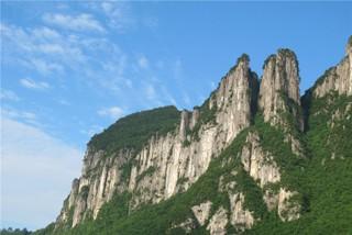 探寻天坑地缝 百里绝壁恩施大峡谷