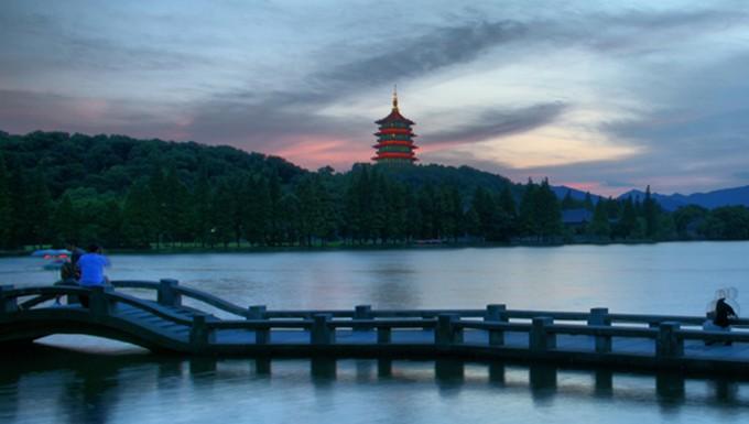 周末漫步杭州城 环游西湖品龙井