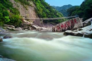 走进燕子河 畅游奇趣大峡谷