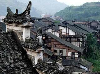 四川佛宝古镇 岁月在墙上剥落