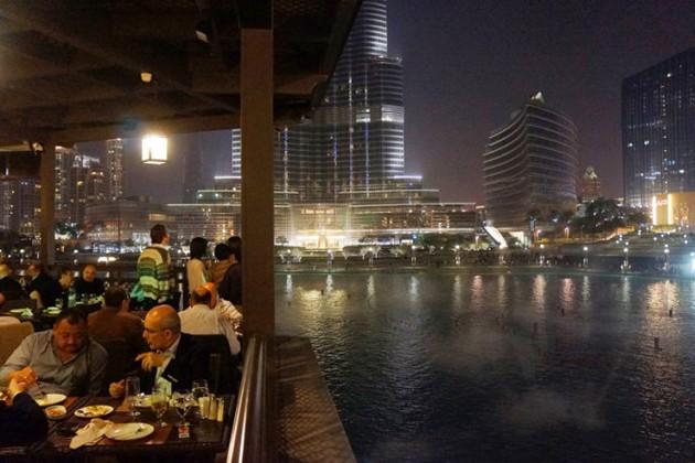 迪拜塔和水景夜宴迪拜塔(世界第一高)—迪拜的豪车—.