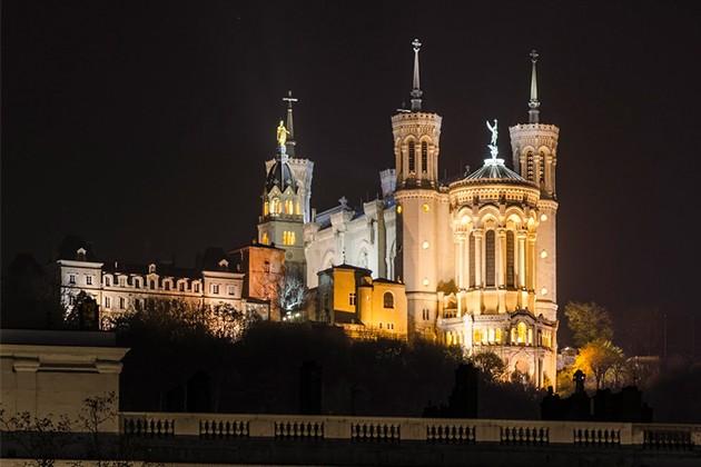 法国建筑金色花纹