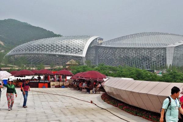 这是亚洲最大的钢结构植物馆之一
