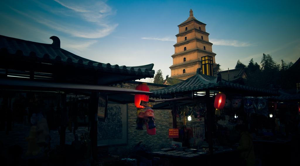正是这千年古塔赋予了大雁塔休闲景区得天独厚的唐代