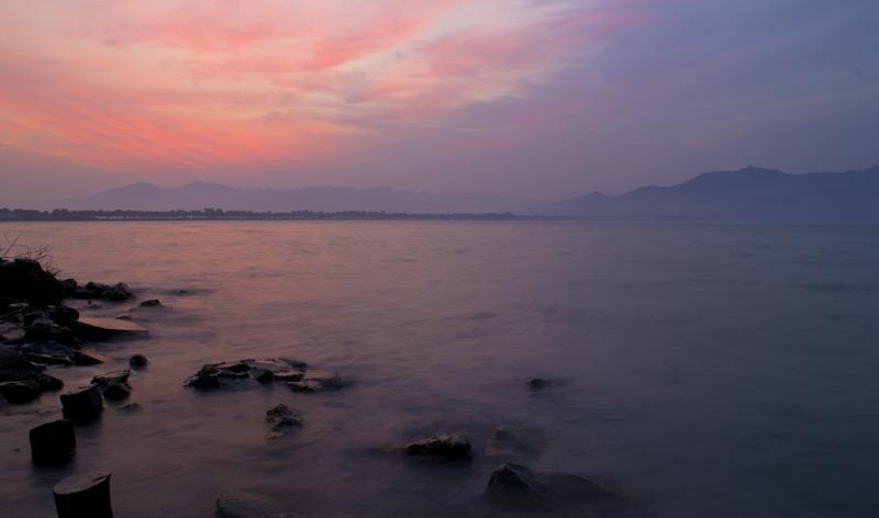 亚洲 中国 浙江 宁波 东钱湖风景旅游区  清晨醒来,打开阳台的门,山风