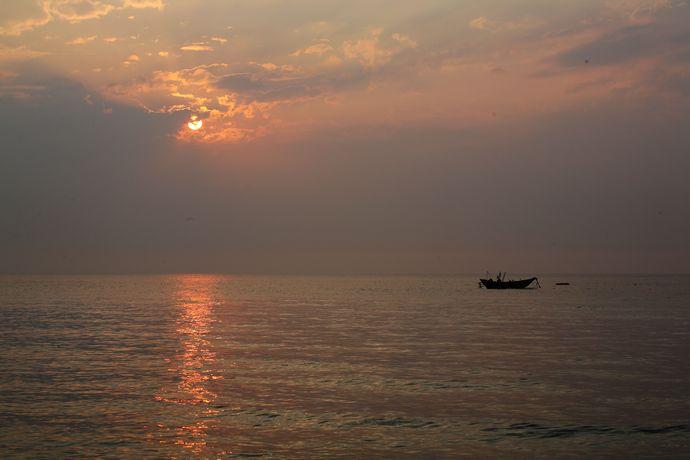 亚洲 中国 广西 北海市 涠洲岛    如果是刚刚退潮或者雨后,仿佛玄古