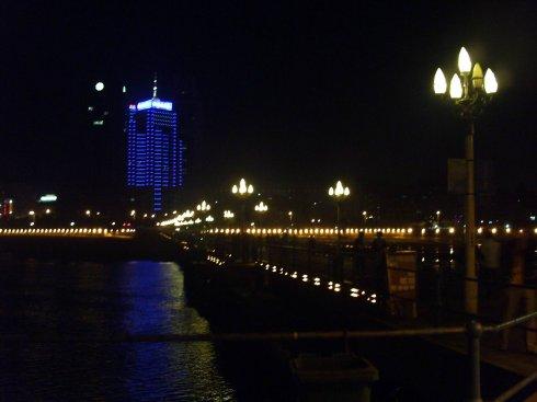 青岛栈桥是青岛海滨风景区的景点之一,是国务院1982年首批公布的