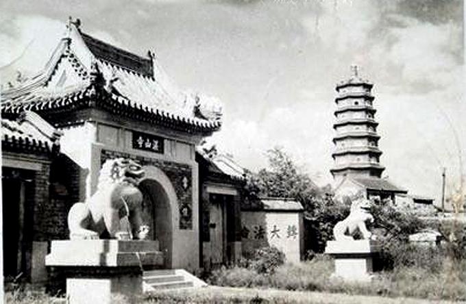 在青岛市东部湛山西南,太平山东麓.为市区唯一的佛寺.面积23亩.