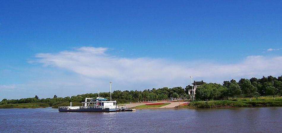 齐齐哈尔是中国著名的魅力城市和优秀旅游城市,是东北地区西北部区域中心城市,黑龙江省第二大城市,中国十三个较大城市之一。圣洁的仙鹤只有在美丽自然的环境中才能存活,齐齐哈尔给予它们家的环境。跟着我一起走进齐齐哈尔,在这里,一边呼吸着清新的空气,一边欣赏齐齐哈尔的美景,感受来自鹤城的魅力。