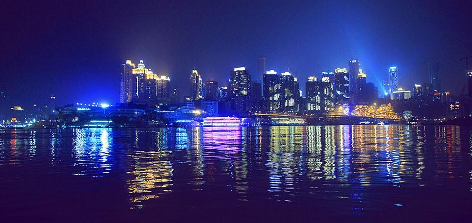 乘两江游船观朝天门夜色