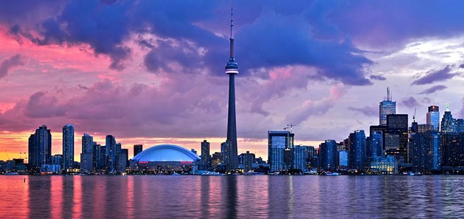 多伦多夜景 图片来源:CN塔官方网站