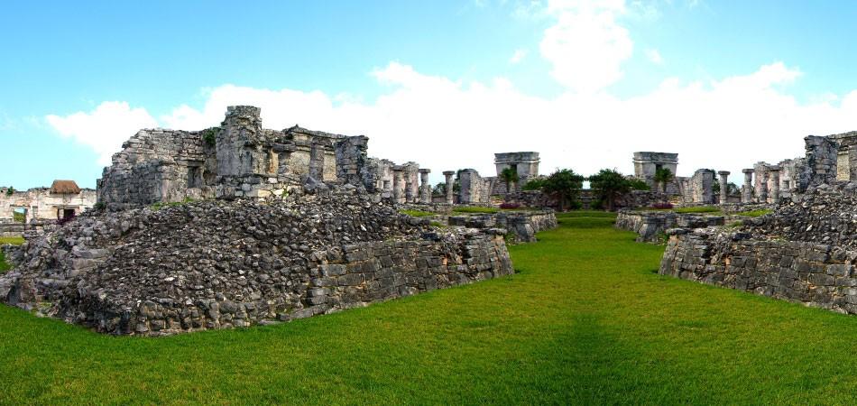 世界上有很多失落的文明,比如亚特兰蒂斯、 复活节岛巨石像,以及中美洲丛林深处的玛雅。梅尔吉布森在其史诗电影《启示录》中试图还原玛雅城市和玛雅生活的场景,但场面的血腥也引发了有关玛雅文明是否嗜血杀戮的全球性争议。石头不会撒谎,丛林里的玛雅遗迹不会撒谎,石器时代的玛雅文明究竟创造了哪些辉煌的建筑,看过它们,或许玛雅文明就会在你的视线里清晰许多