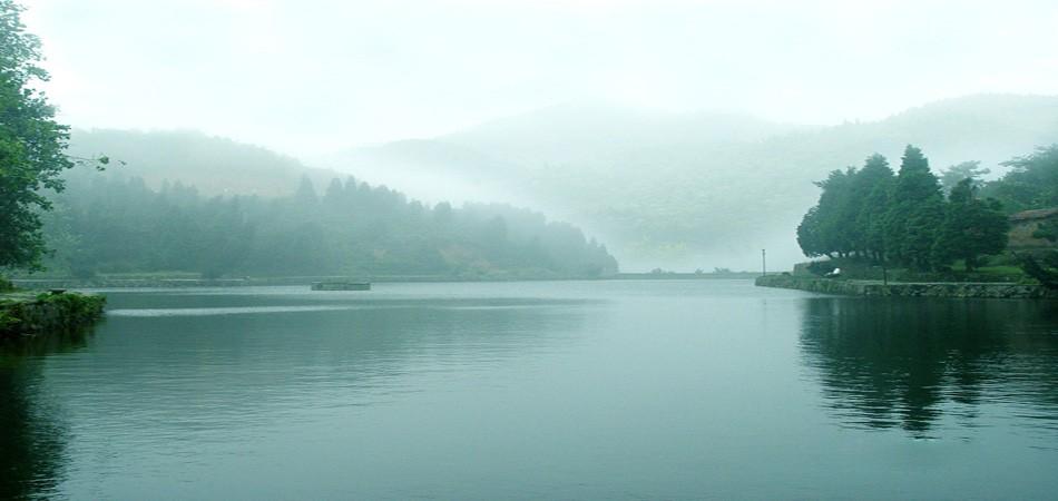 梅岭山中的湖