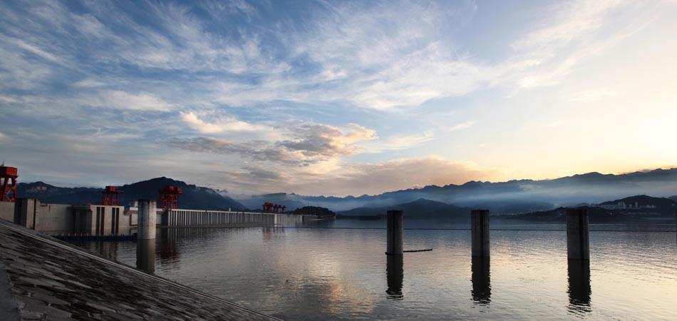 三峡大坝黄昏