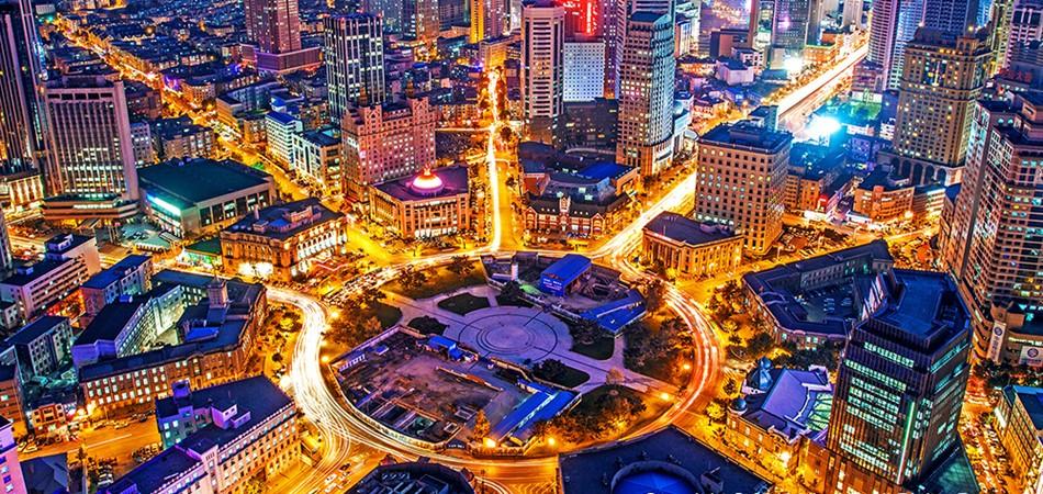 灯火璀璨的中山广场