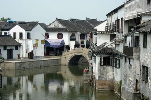亚洲 中国 江苏 苏州 吴中    三山岛地属东山镇,在西南太湖之中,为一