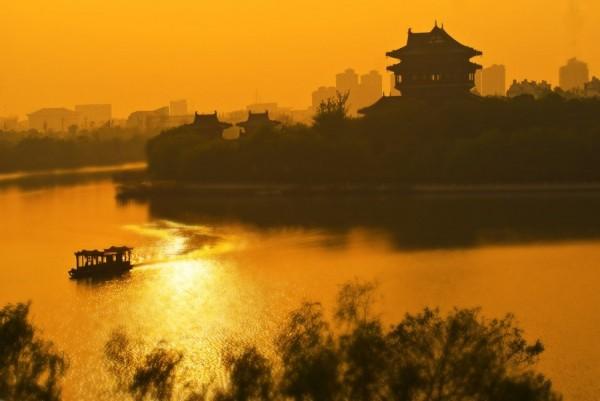 兴化是泰州下属的一个县级市,溱湖,八鲜,森林公园,美食众多,风景优美