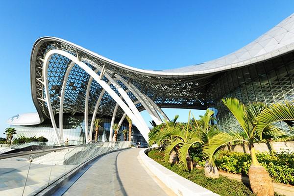 三亚海棠湾免税店汇集国外近300个国际知名品牌,给顾客更大的选择