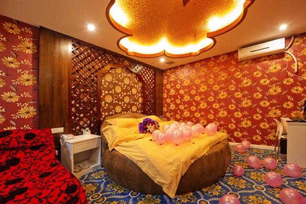 泰式风情主题房间内的装修风格颇有一种置身泰国的感觉;罗马假日的