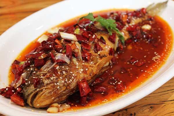 系列威海家常菜,平锅海杂鱼使用时令的五种海鱼经过小火慢炖制作而成