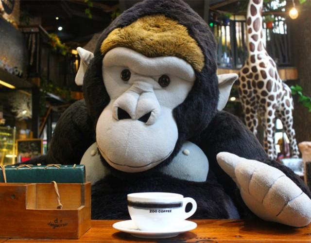 可以一边享受咖啡甜点的美味与悠闲,一边感受可爱的动物玩偶带来的
