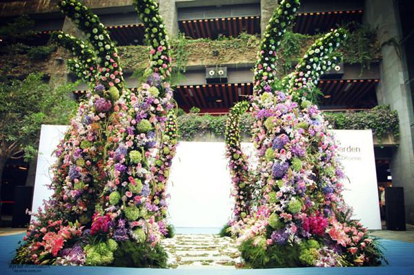 """""""生命花园""""巨型鲜花装置艺术作品及数十种鲜花创意作品展也持续在重庆"""