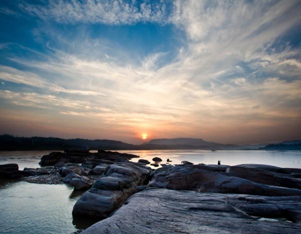 倒流河风景区,护国岩石刻,天仙硐,普照山避暑山庄,花田酒地,黄龙湖.