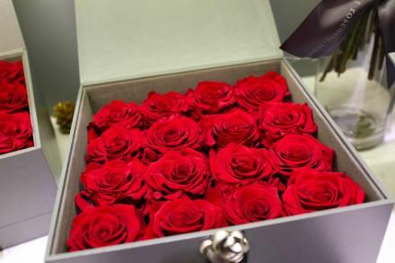 经典朱砂鲜花玫瑰束,甄选18支顶级厄瓜多尔进口玫瑰,高大上的长方形