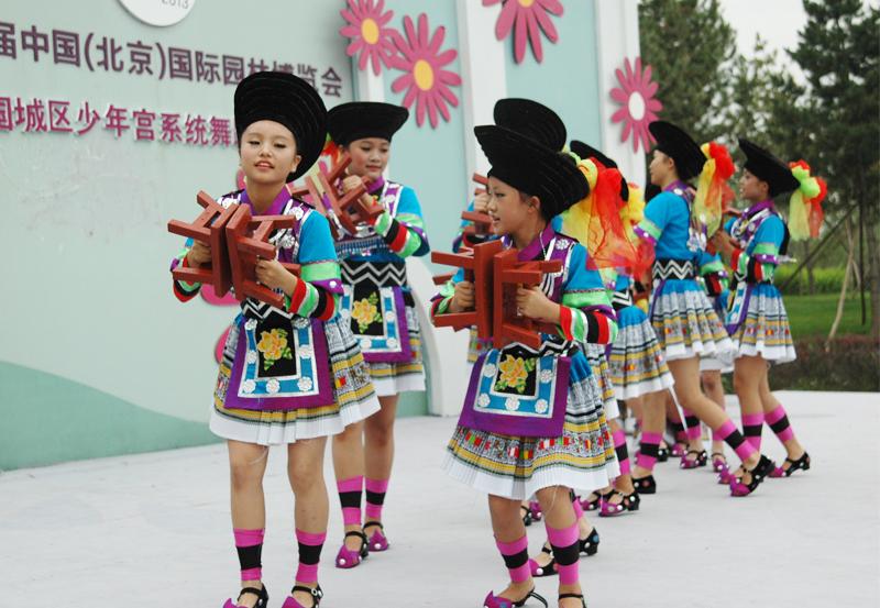 有民族舞,现代舞
